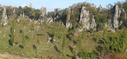 写真4 耶馬溪火砕流堆積物の強溶結部(玖珠(くす)町古後(こご)立羽田(たちはだ)の景)
